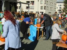 Dýňování dne 4.10. 2020 před Kulturním domem v Kvasinách