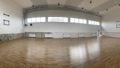 Panoramatická fotka tělocvičny, již spodlahou